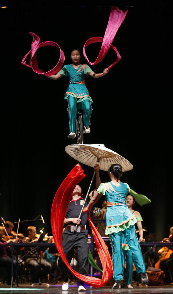 The Peking Acrobats show off their feats of dexterity during a media call prior to Friday night's performance with the Winnipeg Symphony Orchestra. (KEN GIGLIOTTI / WINNIPEG FREE PRESS)