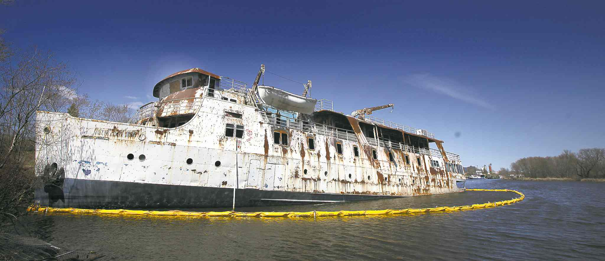 Phil Hossack / Winnipeg Free PressThe once-grand MS Lord Selkirk sits listing and leaking in a Selkirk slough. The ship contains contaminants such as lead and arsenic.