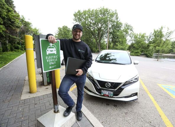 Tyler Sholikovski founded Envirodel Zero Emissions Courier after years of reconnaissance and a pandemic-related layoff. (Ruth Bonneville / Winnipeg Free Press)