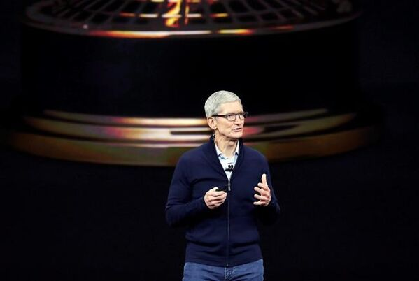 Apple CEO Tim Cook makes 1st visit to Canada, visits Toronto students