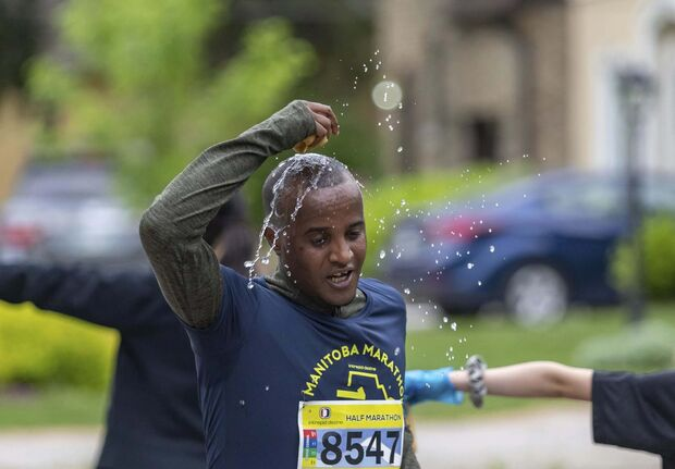A runner in the half marathon gets some relief at the first water station. (Sasha Sefter / Winnipeg Free Press)</p>