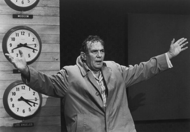 Peter Finch made the role of anchorman Howard Beale famous in the 1976 film Network. Winnipeg-born actor Jim Mezon will portray Beale in the stage version, coming to the John Hirsch Mainstage Oct. 15-Nov. 7. (United Artists)