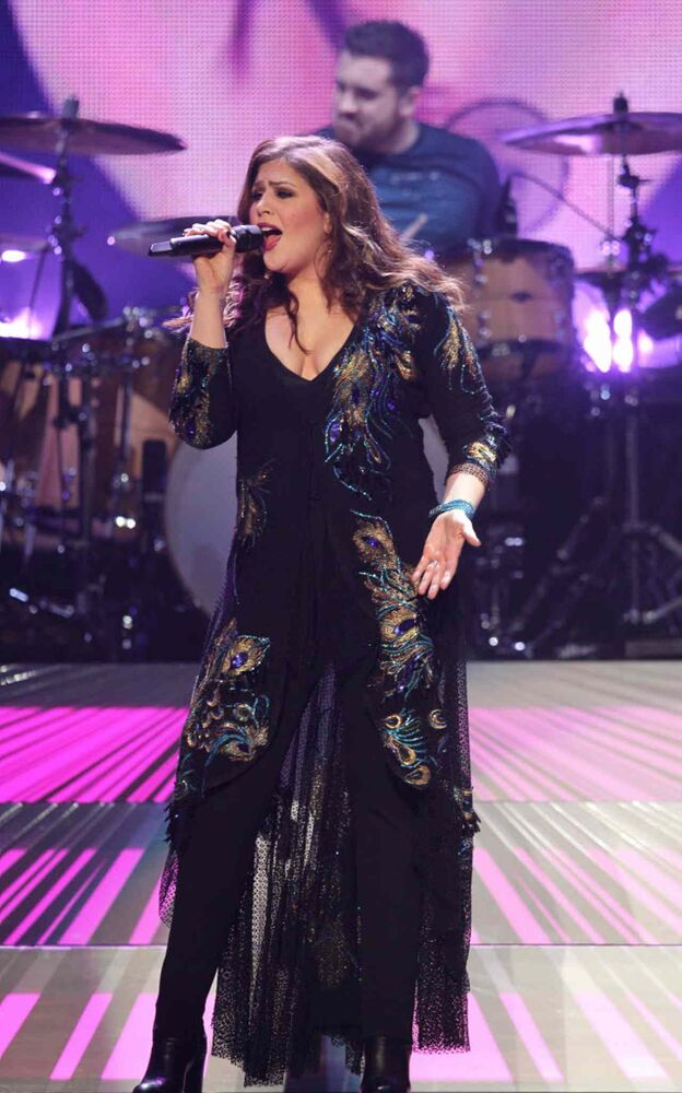 Lady Antebellum lead singer Hillary Scott sings along with her band. (Ruth Bonneville / Winnipeg Free Press)