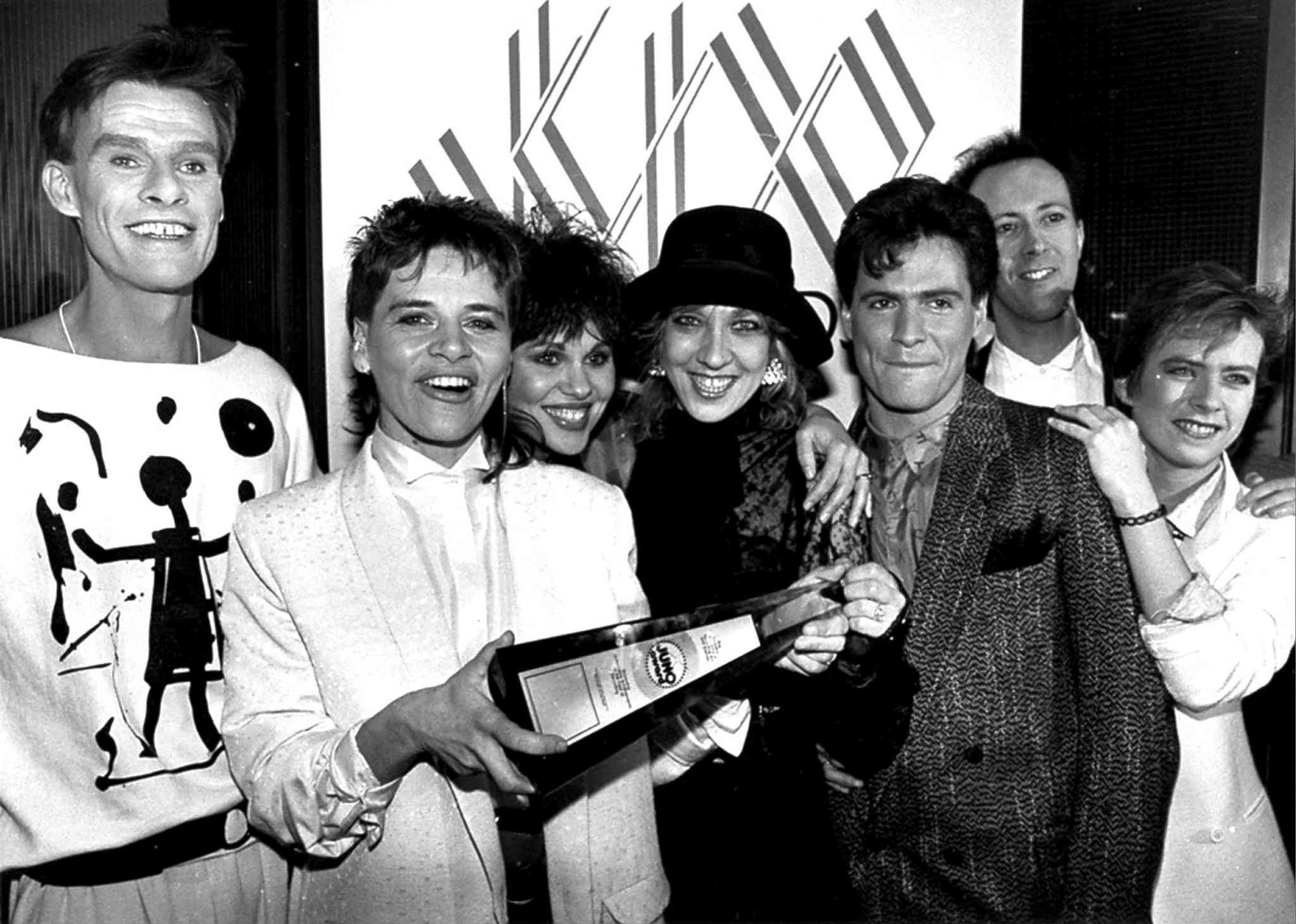 Lead singer Lorraine Segato (holding trophy), Masi (third from left) and the rest of Parachute Club at the Juno Awards in Toronto in December 1984.