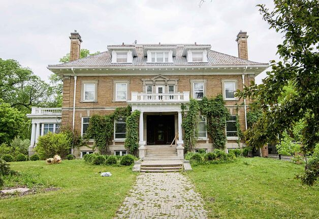 The mansion at 514 Wellington Crescent was built in 1909 and has been home to several prominent Winnipeggers during its lengthy history. (Mike Sudoma / Winnipeg Free Press)