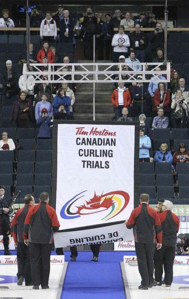 The tournament banner is raised during the opening ceremony. (MIKE DEAL / WINNIPEG FREE PRESS)