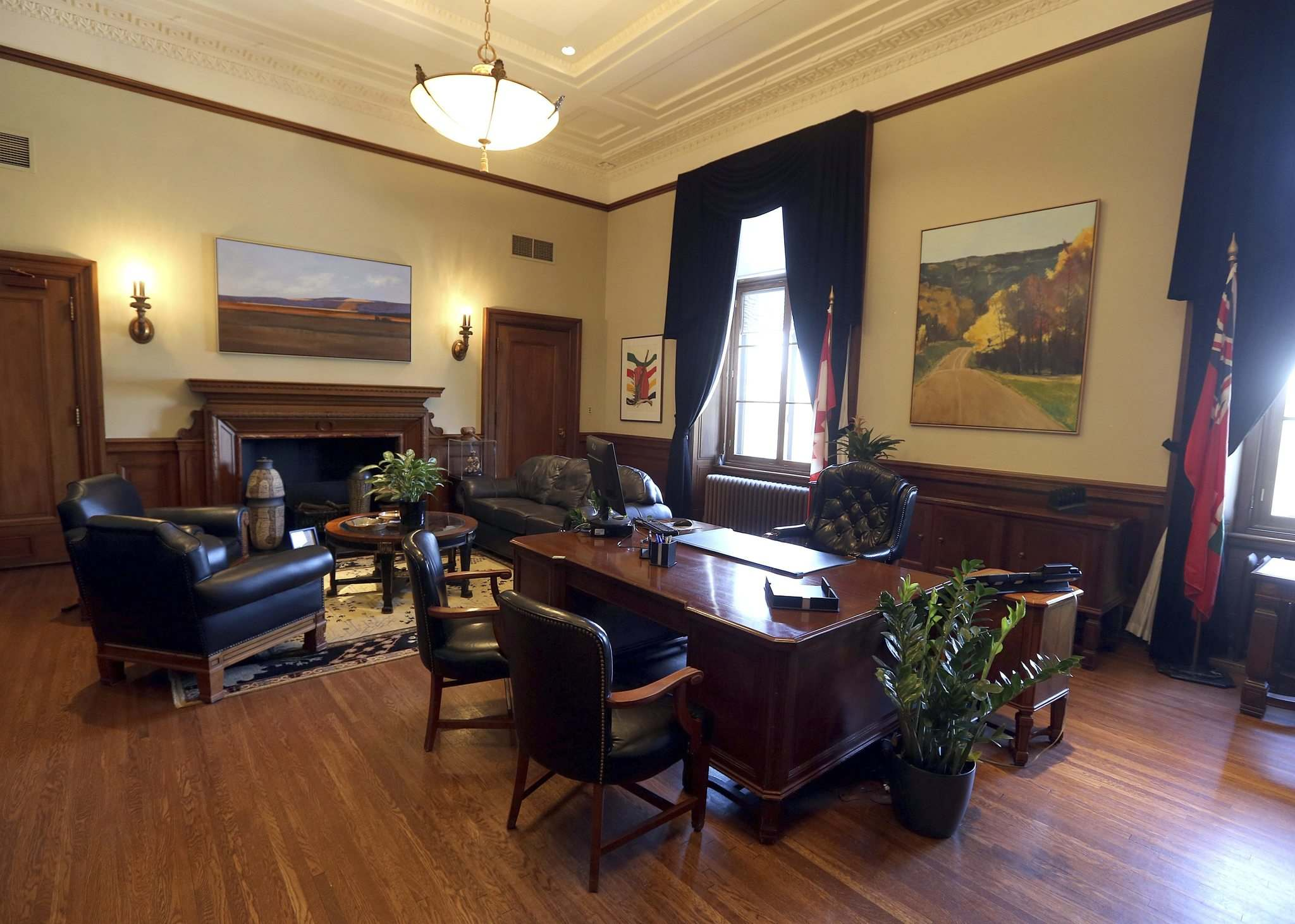 JASON HALSTEAD / WINNIPEG FREE PRESS</p><p>The premier&rsquo;s office at the Manitoba legislature awaits its new occupant.</p>