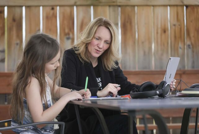 Teacher Cori Wiebe, with her daughter, Eva, 8, misses the social contact with students, but is finding online teaching is getting easier. (Ruth Bonneville / Winnipeg Free Press)</p></p>