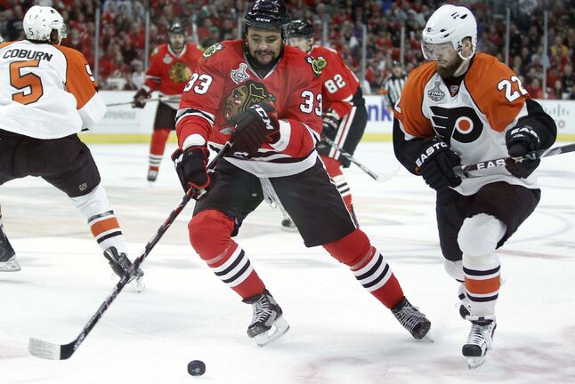 Dustin Byfuglien won a Stanley Cup in 2010 as a member of the Chicago Blackhawks. (Yong Kim /Philadelphia Daily News files)</p>