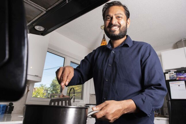 JESSE BOILY / WINNIPEG FREE PRESS</p><p>Ashish Selvanathan, owner of Cheeky Foods, produces Indian foodstuffs based on decades-old family recipes.</p></p>