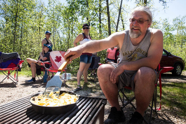 Manitobans can go camping, but are advised against going to their cottages. (Mike Deal / Winnipeg Free Press files)