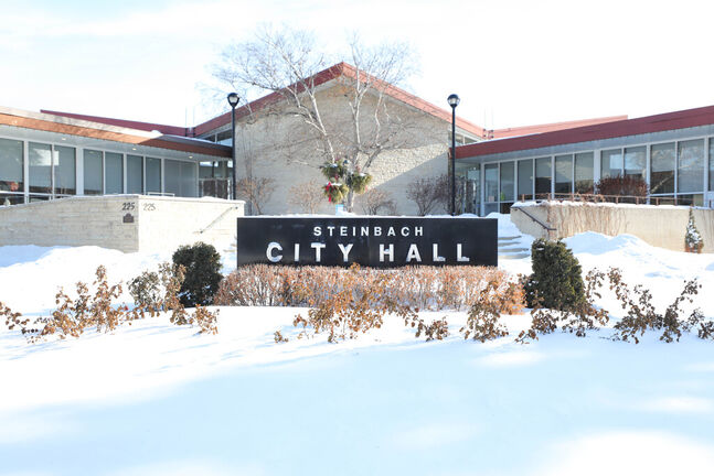 Steinbach Mayor Earl Funk is concerned about the impact COVID-19 will have on his community and neighbours, as cold and flu season picks up. (Ruth Bonneville / Winnipeg Free Press files)