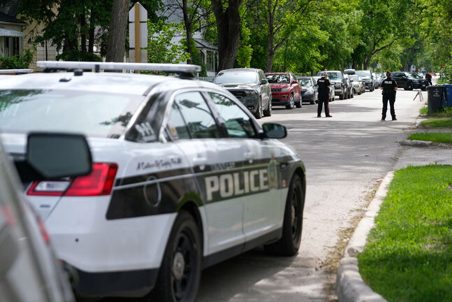 Mayor Brian Bowman says up to 60 per cent of 911 police calls would be better addressed by services in the areas of mental health, addictions, housing and families, all of which fall under provincial and federal jurisdiction. (Daniel Crump / Winnipeg Free Press files)