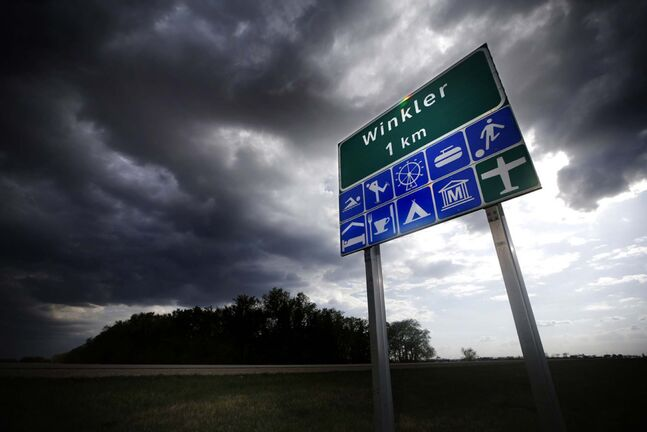 JOHN WOODS / WINNIPEG FREE PRESS FILES</p><p>A sign outside Winkler Tuesday, May 18, 2021. Winkler is the highest COVID positive cases after Winnipeg.</p>