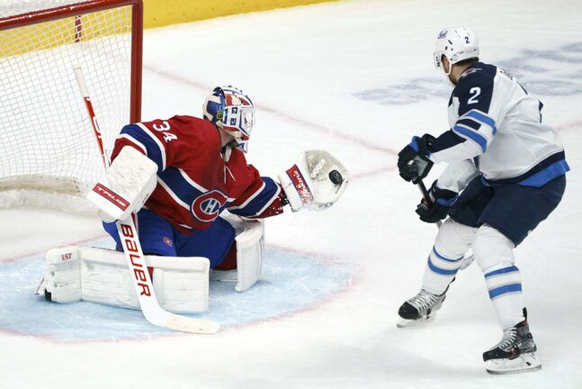 Montreal Canadiens goaltender Jake Allen gloves a shot from Winnipeg Jets' Dylan DeMelo during second period NHL hockey action in Montreal on Friday, April 30, 2021. THE CANADIAN PRESS/Paul Chiasson</p>