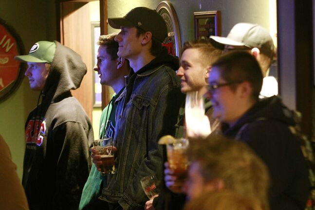 PHIL HOSSACK / WINNIPEG FREE PRESS</p><p>Patrons enjoy some laughs during an open mic evening.</p>