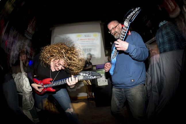 Mike Sudoma / Winnipeg Free Press</p><p>Johanna Hansen and Chris Lamanne duel it out on air guitars for drink tickets at a recent Music Bingo event.</p></p>