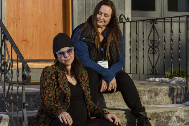 JESSE BOILY / WINNIPEG FREE PRESS</p><p>Lexi Deighton (left) and her doula, Tarana Wheelwright. Deighton is due soon, but Wheelwright won't be allowed into the delivery room.</p>