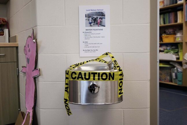 SHANNON VANRAES / WINNIPEG FREE PRESSDrinking fountains are off limits at Lord Nelson School in Winnipeg on June 25, 2020.</p>