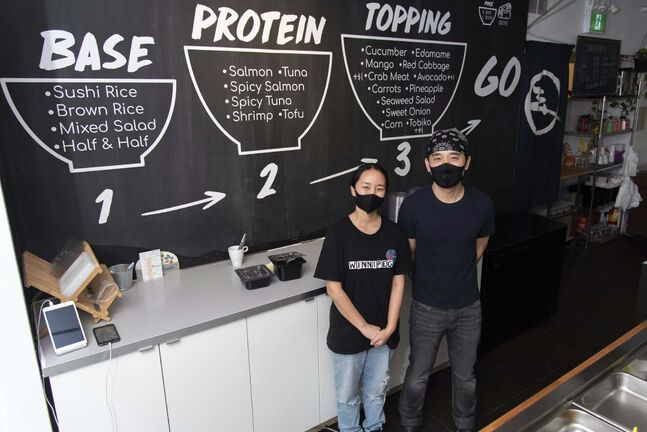 Andy Zhehong Wen, owner of Poké Mono, and his wife Lily Zhao at the downtown restaurant.</p>
