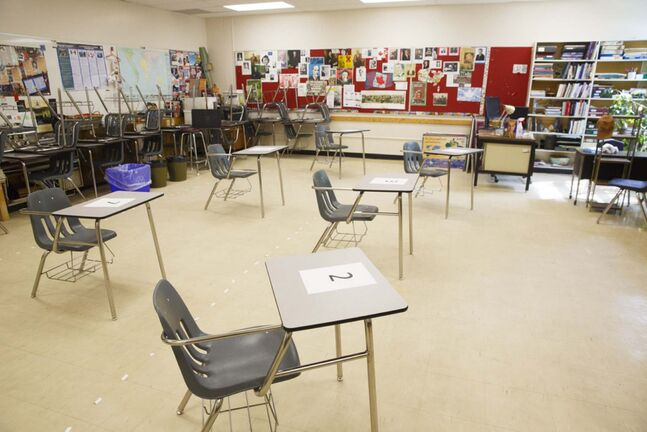 MIKE DEAL / WINNIPEG FREE PRESS FILES</p><p>A Kelvin High School classroom that was modified to accept eight students, seen in June this year.</p>