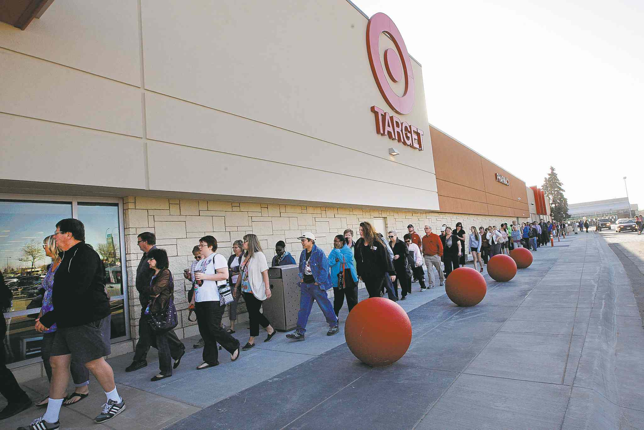 Hundreds lined up for the grand opening of the Kildonan Place Target, an enthusiasm that wouldn't last.