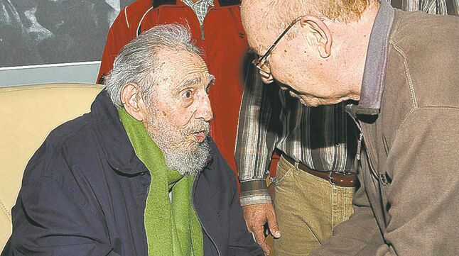 Former president Fidel Castro made his first full public appearance since April.