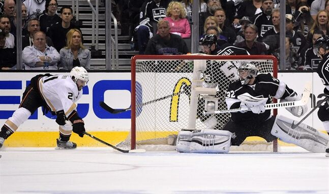 Anaheim Ducks center Mathieu Perreault, left, scores on Los Angeles Kings goalie Jonathan Quick during the second period in Game 6 of an NHL hockey second-round Stanley Cup playoff series, Wednesday, May 14, 2014, in Los Angeles. (AP Photo)