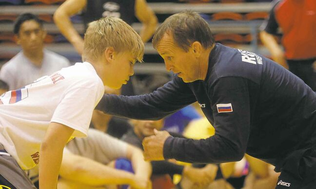 Russian Olympic wrestling team coach Sergei Beloglazov works with grappler Gryphon Lalonde during a clinic at the University of Winnipeg Monday.