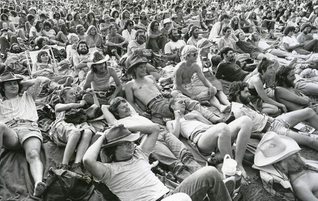 A sea of people came to watch and listen at the Main Stage on a Friday evening, July 14, 1980. 30,000 people were expected to attend the festival that weekend. (WINNIPEG FREE PRESS)