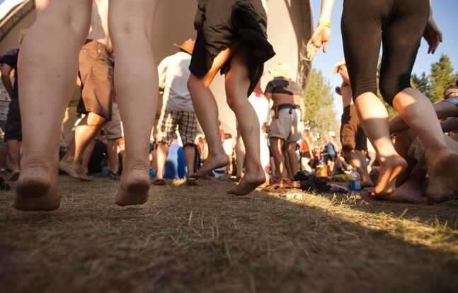 Barefoot festival goers dance on Saturday at the 2012 Winnipeg Folk Festival. Melissa Tait / Winnipeg Free Press