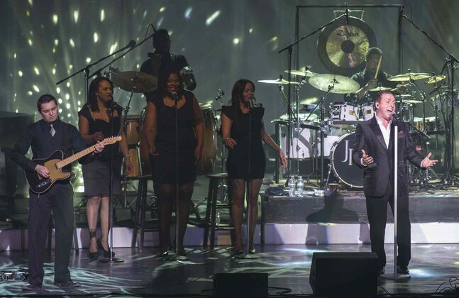 Johnny Reid performs with his band at the Centennial Concert Hall Monday night.