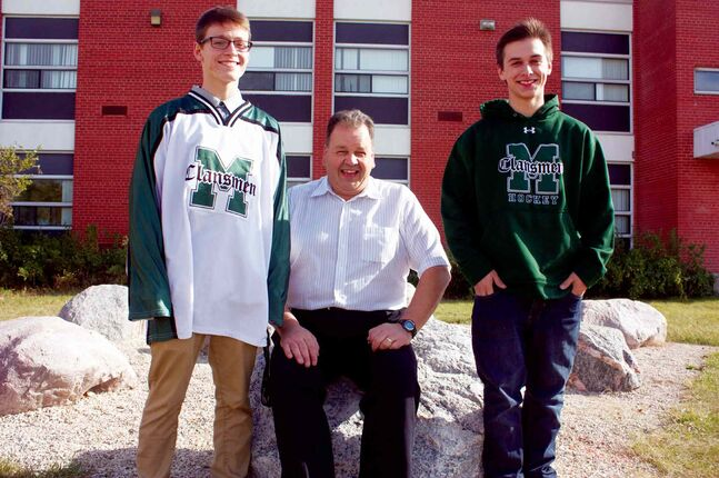 Murdoch MacKay Clansmen forward Roddy Spence (left) and defenceman Keenan Sobeski flank coach Wally Stelmach. The Clansmen are adjusting to life in a higher division this season.