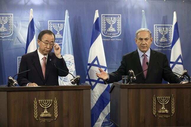 United Nations Secretary-General Ban Ki-moon, left, and Israeli Prime Minister Benjamin Netanyahu attend a joint news conference regarding the Israel-Hamas conflict, in Tel Aviv, Israel, Tuesday, July 22, 2014. (AP Photo/Dan Balilty)