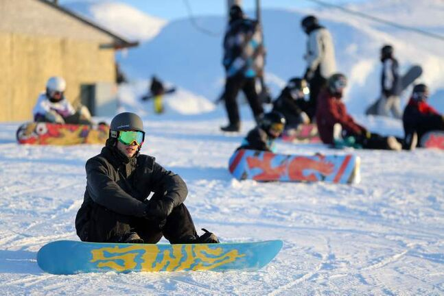 Snowboarding is certainly thrilling. It's also most definitely tiring. (TREVOR HAGAN/WINNIPEG FREE PRESS)