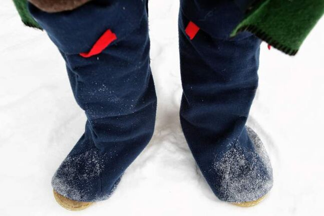 Voyageurs wore felt mitasses over their boots to shed snow and keep their feet warm. They functioned a lot like gaiters. The moccasins depicted here are not historically accurate; most voyageurs would have worn leather boots.