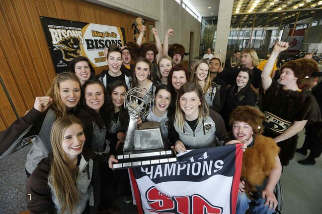 Mayor Sam Katz presented the University of Manitoba Bisons Women's Volleyball team with City of Winnipeg Outstanding Achievement  Awards Medals for winning  2013-14 CIS Women's Volleyball Championship at a City Hall ceremony Tuesday.