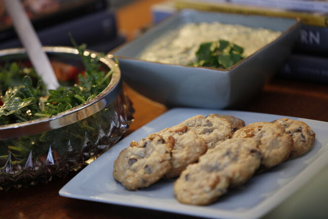 Potluck parties — especially those with strawberry and arugula salad, almond and olive hummus and chocolate pretzel cookies — encourage kitchen newbies to ease into the idea of cooking from scratch.