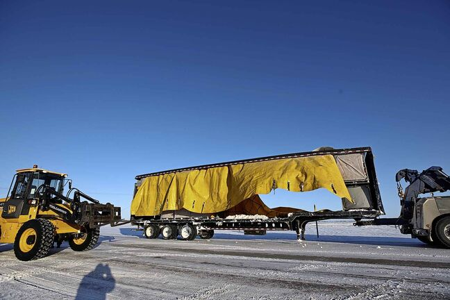 In 2018 alone, 2,086 heavy commercial vehicles were involved in collisions in Manitoba, leading to 11 deaths, 533 injuries and an estimated $135 million in related costs, including medical treatment and property damage. (Mike Deal / Free Press files)