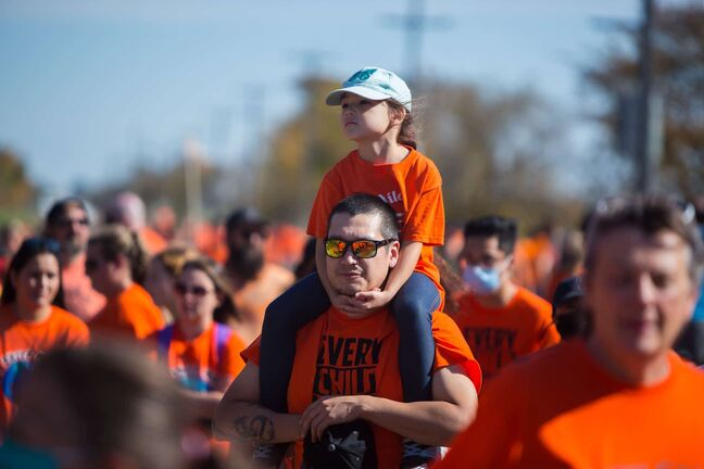 Brandon Sun Hundreds gather for the Orange Shirt Day walk trekking from the Riverbank Discovery Centre to the site of the former Brandon Residential School Thursday.  (Chelsea Kemp/The Brandon Sun)