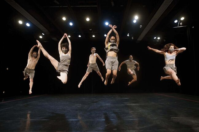 JOHN WOODS / WINNIPEG FREE PRESS</p><p>WCD dancers adhere to public health orders while performing Body and Light, including wearing masks and staying at least two metres apart.</p>