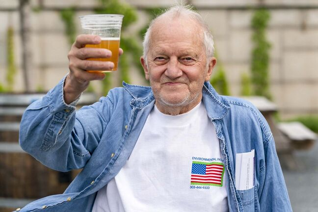 George Ripley, 72, holds up his free beer after receiving COVID-19 vaccine shot in Washington. Free beer among the latest White House-backed incentives for Americans to get vaccinated for COVID-19.  (Jacquelyn Martin / The Associated Press)</p>