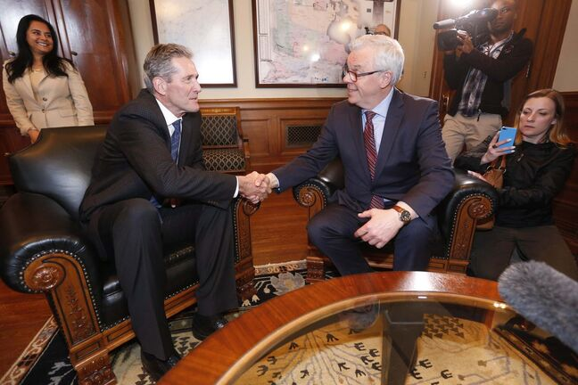 Manitoba PC leader and premier-elect Brian Pallister (L) meets with NDP leader and former premier Greg Selinger inside the premier's office at the Legislature in Winnipeg, Wednesday, April 20, 2016 the day after his party defeated the NDP with a majority. THE CANADIAN PRESS/John Woods</p>