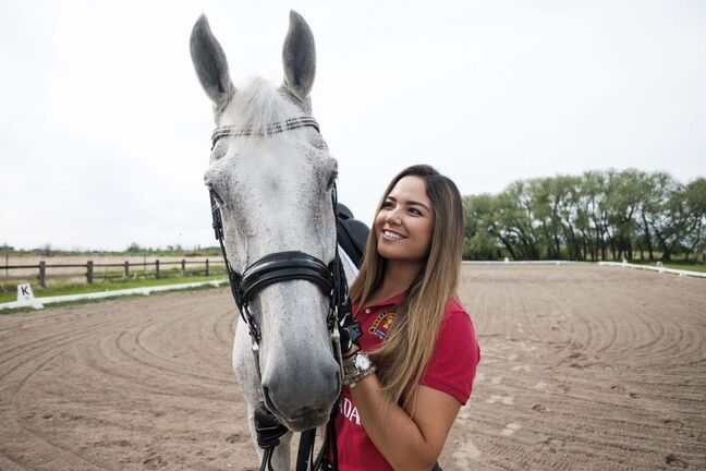 Ariana Chia and her partner, Teo, in Meadow Green's outdoor ring. (Daniel Crump / Winnipeg Free Press)