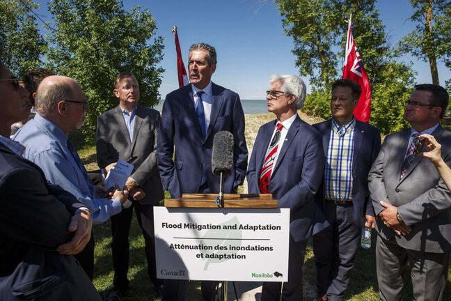 MIKE DEAL / WINNIPEG FREE PRESS files</p><p>Premier Brian Pallister (left at podium) and federal Natural Resources Minister Jim Carr.</p>