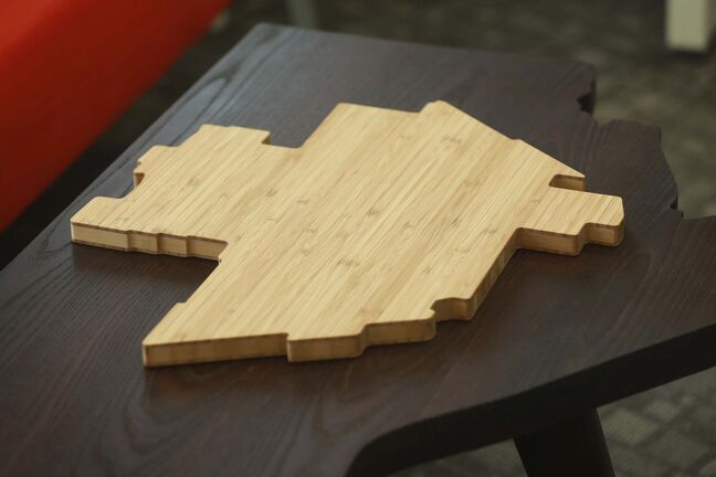 A cutting board in shape of Winnipeg sits on table in the shape of Manitoba. (RUTH BONNEVILLE / WINNIPEG FREE PRESS)</p></p>