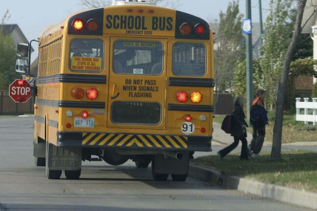 A parents group is calling for seatbelts on school buses as a way to improve safety for children. (Boris Minkevich / Winnipeg Free Press files)