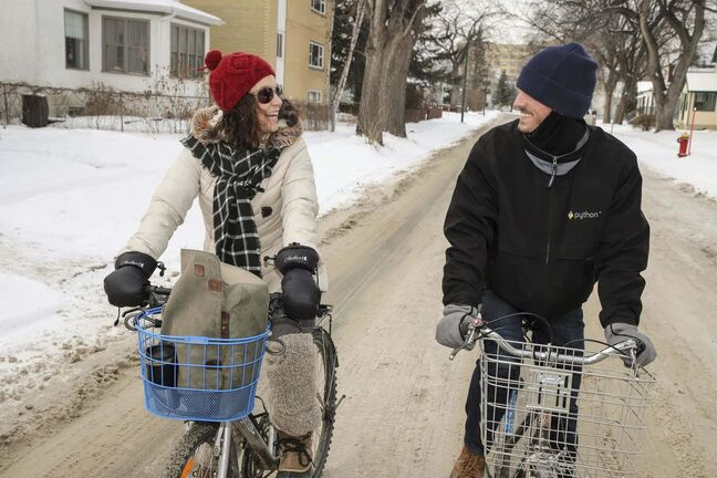 LEIF NORMAN PHOTO</p><p>Green Action Centre's Mel Marginet rides her bike with friend Sean Carlson in Winnipeg.</p>