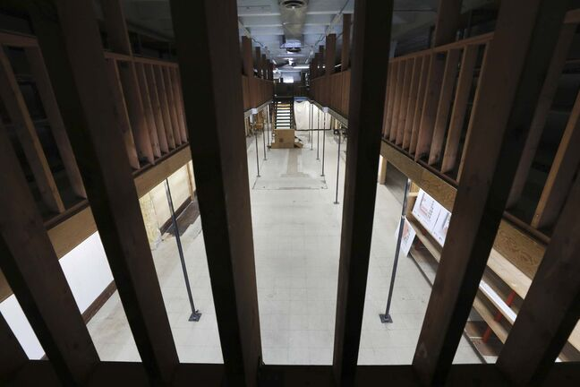 RUTH BONNEVILLE / WINNIPEG FREE PRESS</p><p>The view from the mezzanine level through the railing.</p></p>