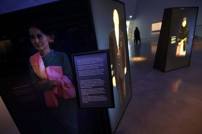 <p>The Canadian Museum of Human Rights in Winnipeg has dimmed the portrait of Aung San Suu Kyi. Myanmar's leader will be removed from a display at the museum over the humanitarian crisis facing her country's Rohingya Muslims.</p>